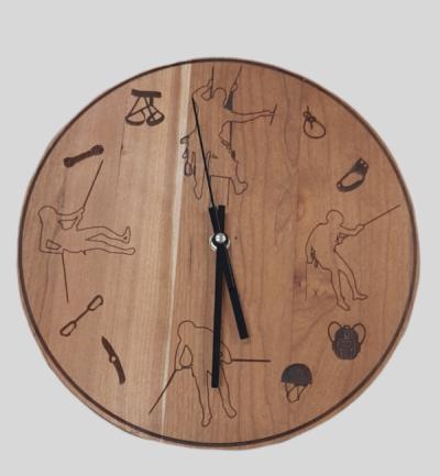Orologio in legno di Ciliegio personalizzato